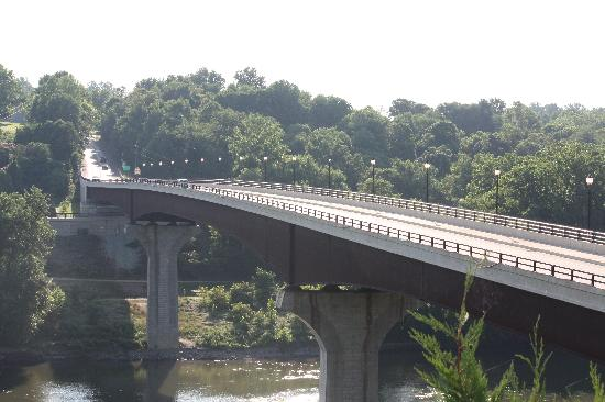 ‪‪Shepherdstown‬, فرجينيا الغربية: Potomac River Bridge to Maryland viewed from Bavarian Inn grounds‬