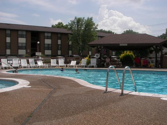 Oakmont Resort: Outdoor pool area