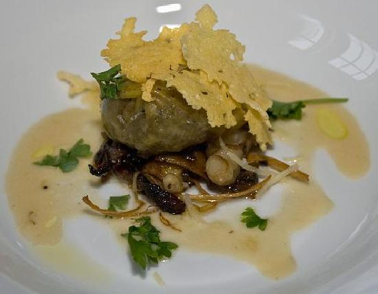 Sugar Hill Inn: mushroom stuffed tortollini appetizer