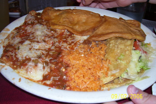 Chope's Bar and Cafe: Chopes Combo with Chile Relleno