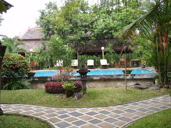 Rumah Mertua: Garden