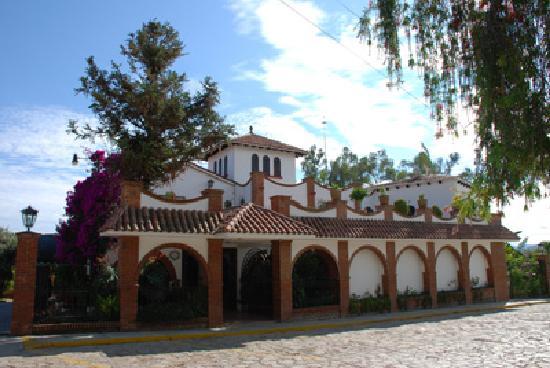 fachada hotel Bungalows Lolita