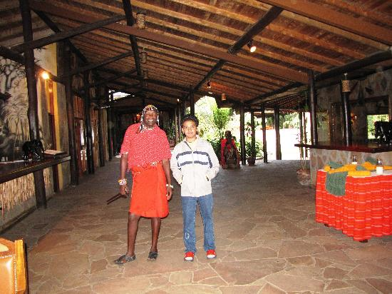 Sarova Mara Game Camp: with friends in the lobby