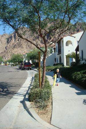 ‪‪Legacy Villas at La Quinta‬: walking to the pool‬