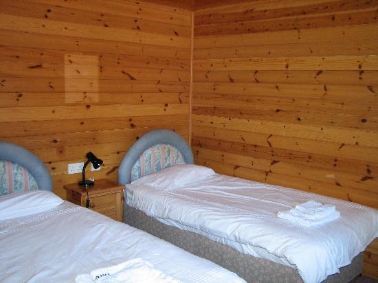 Baltasound Hotel: Twin bedded room