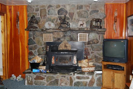 Rustic Wagon RV Campground & Cabins: fireplace