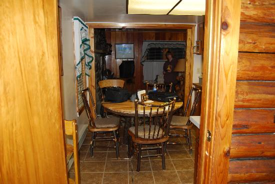 Rustic Wagon RV Campground & Cabins: dining area