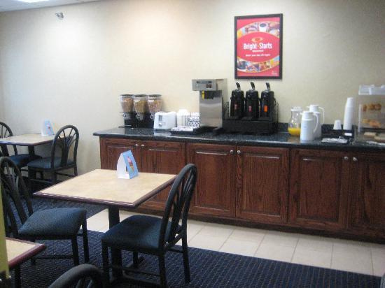 Econo Lodge Inn & Suites : Dining Hall