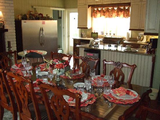 Inn on the Creek: The Breakfast Setting is Outstanding