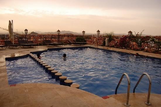 Imperial Plaza Hotel: Roof top terrace swimming pool