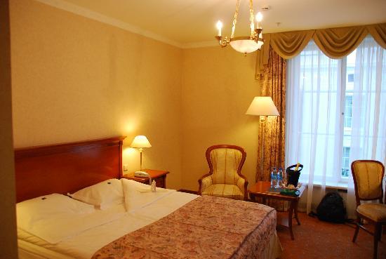 Grand Hotel Emerald: room