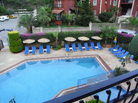 Eden Garden Apartments: Pool area