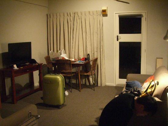 Lakeview Motel: Living room area