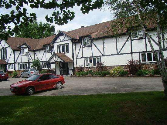 The Bourget Inn & Spa Resort: Front view