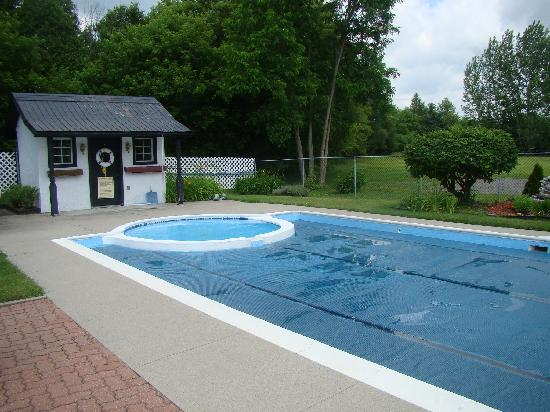 The Bourget Inn & Spa Resort: Pool
