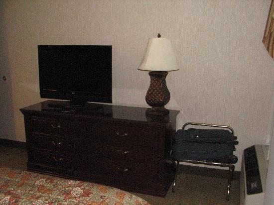 Drury Inn & Suites Fenton-St. Louis: Bedroom TV
