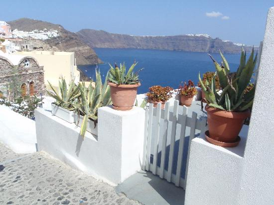 Old Oia Houses: Entrance of the house