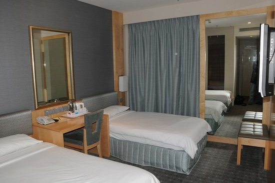 Ambassador Transit Hotel Terminal 3: En suite room at T3 Ambassador