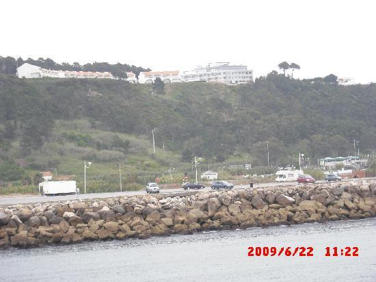 Hotel Miramar Sul : Blick auf Hotel vom Ort/Hafen - Kein Shuttle vom Hotel um min. 45 Min. Fussweg zu vermeiden