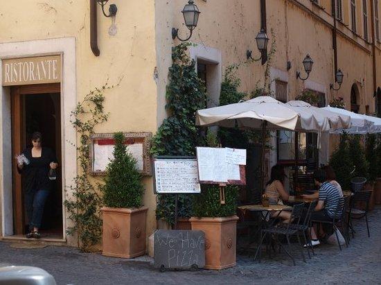 Aspettando Il Pane: close to the bustle