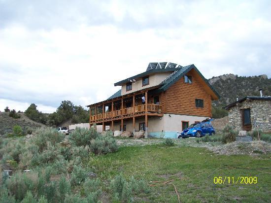 Wild Horse Safaris : main house ,cottage