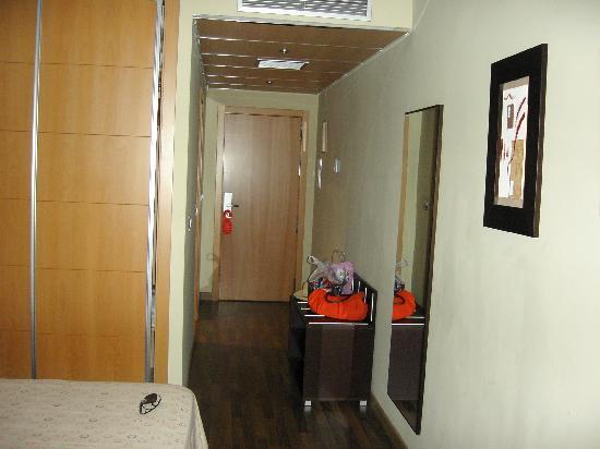 Hotel Bahia de Almunecar: entrada habitacion