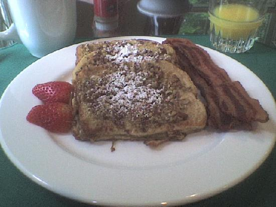 Bayberry House Bed & Breakfast: Pecan French toast