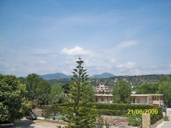Kastrosykia, กรีซ: Balcony view of mountains