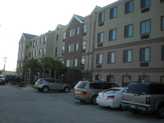 Staybridge Suites San Antonio NW near Six Flags Fiesta Texas: The Front of Hotel