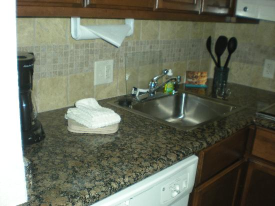 Staybridge Suites San Antonio NW near Six Flags Fiesta Texas: kitchen, nice granite countertops