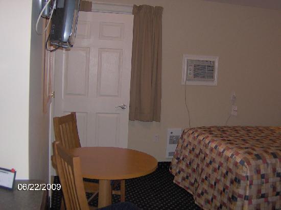Cairns Motel: Entering room