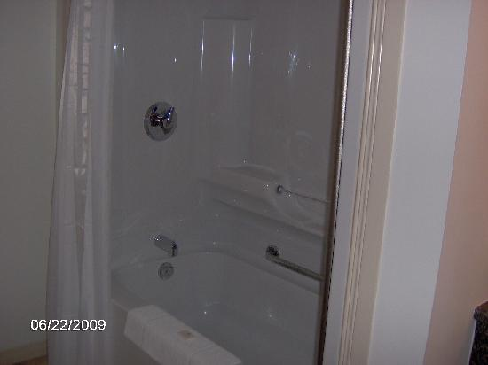 Cairns Motel: Bathtub/Shower