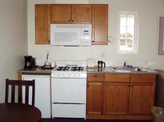 Bide-A-Wee-Inn & Cottages: Kitchen view