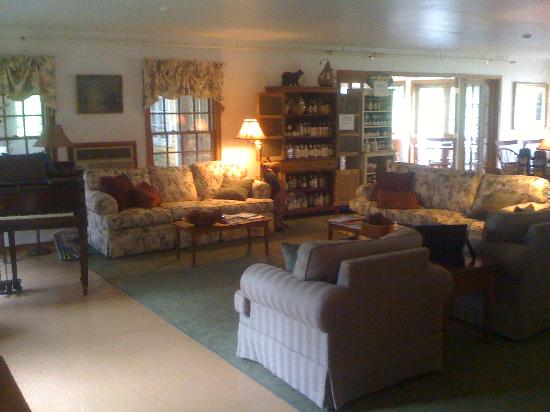Breakfast on the Connecticut: Common living room
