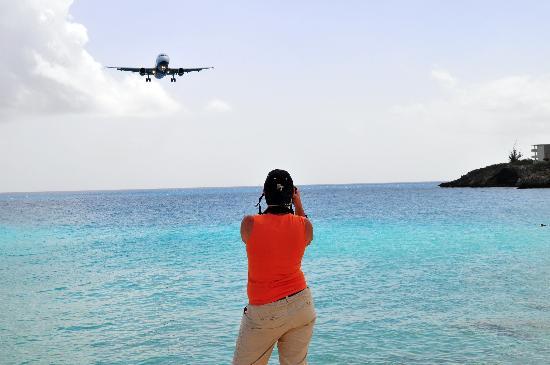 Villas on Great Bay: Airbus 320 short final RW 10 SXM