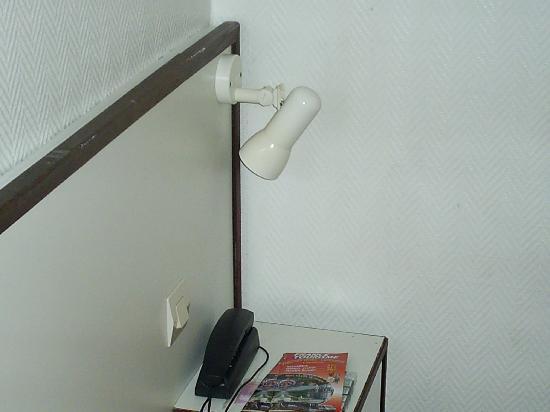 lampe t te de lit bris e 2 picture of hotel merryl. Black Bedroom Furniture Sets. Home Design Ideas