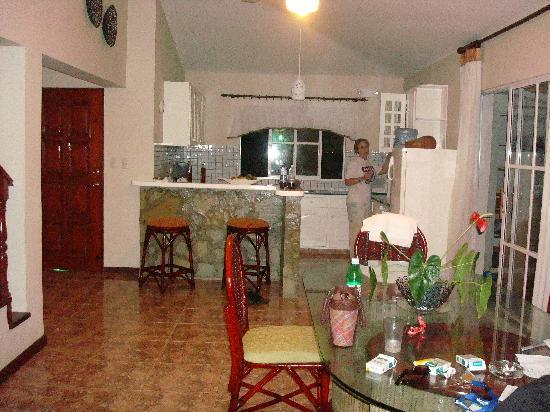 The Crown Villas at Lifestyle Holidays Vacation Resort: Villa 2c kitchen