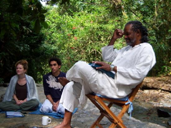 Waterfall Villas: Yogiraj Teaching Outside