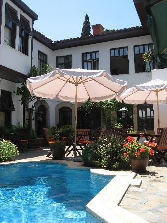 Hotel Aspen: Peaceful pool at Aspen Hotel
