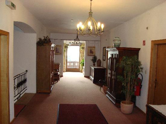 Gasthof Mauth: First floor corridor