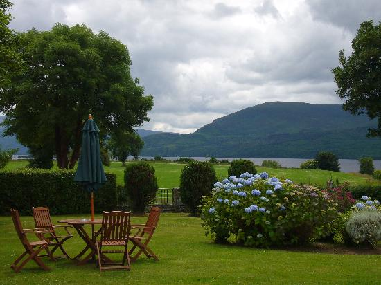 Loch Lein Country House : Quiet gardens..