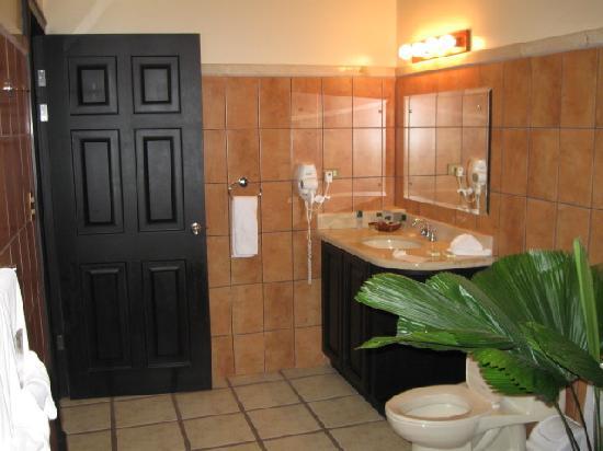 Arenal Manoa Hotel: el baño