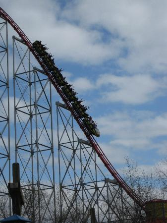 Worlds Of Fun Oceans of Fun: 200 feet down and 70 mph, that's the Mamba!