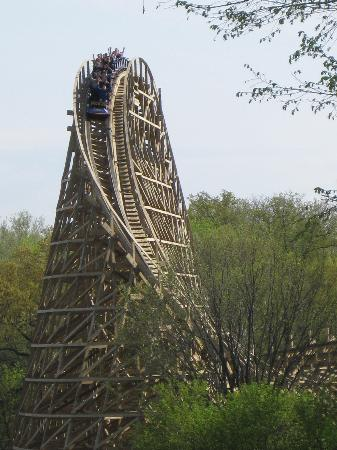 Worlds Of Fun Oceans of Fun: That first drop on Prowler. GCI woodies are so cool!