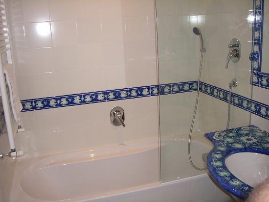 Oleandri Resort Paestum - Hotel Residence Villaggio Club: Bagno in ceramica