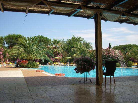 Oleandri Resort Paestum - Hotel Residence Villaggio Club: Giardino Piscina