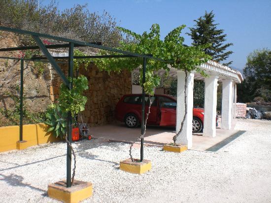 B&B Casa Sol y Luna: Parking