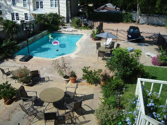 Main Street B & B: Backyard pool