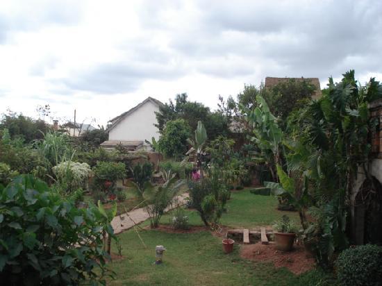 Hotel Manoir Rouge : Their Garden
