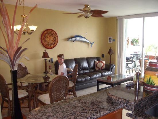 Residencias Reef Condos: Living Room